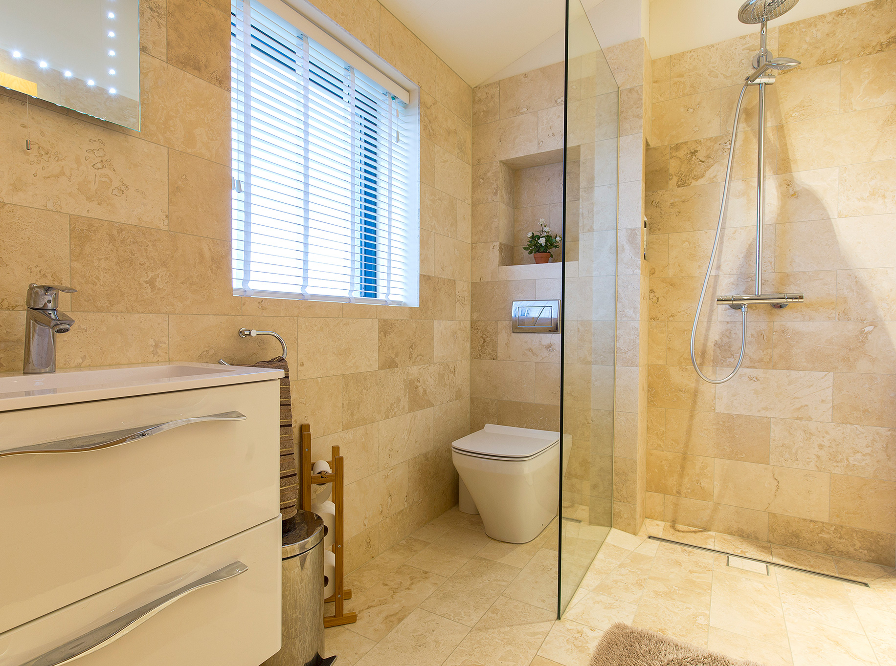 Higher Blaithwaite Barn – 2nd bedroom ensuite