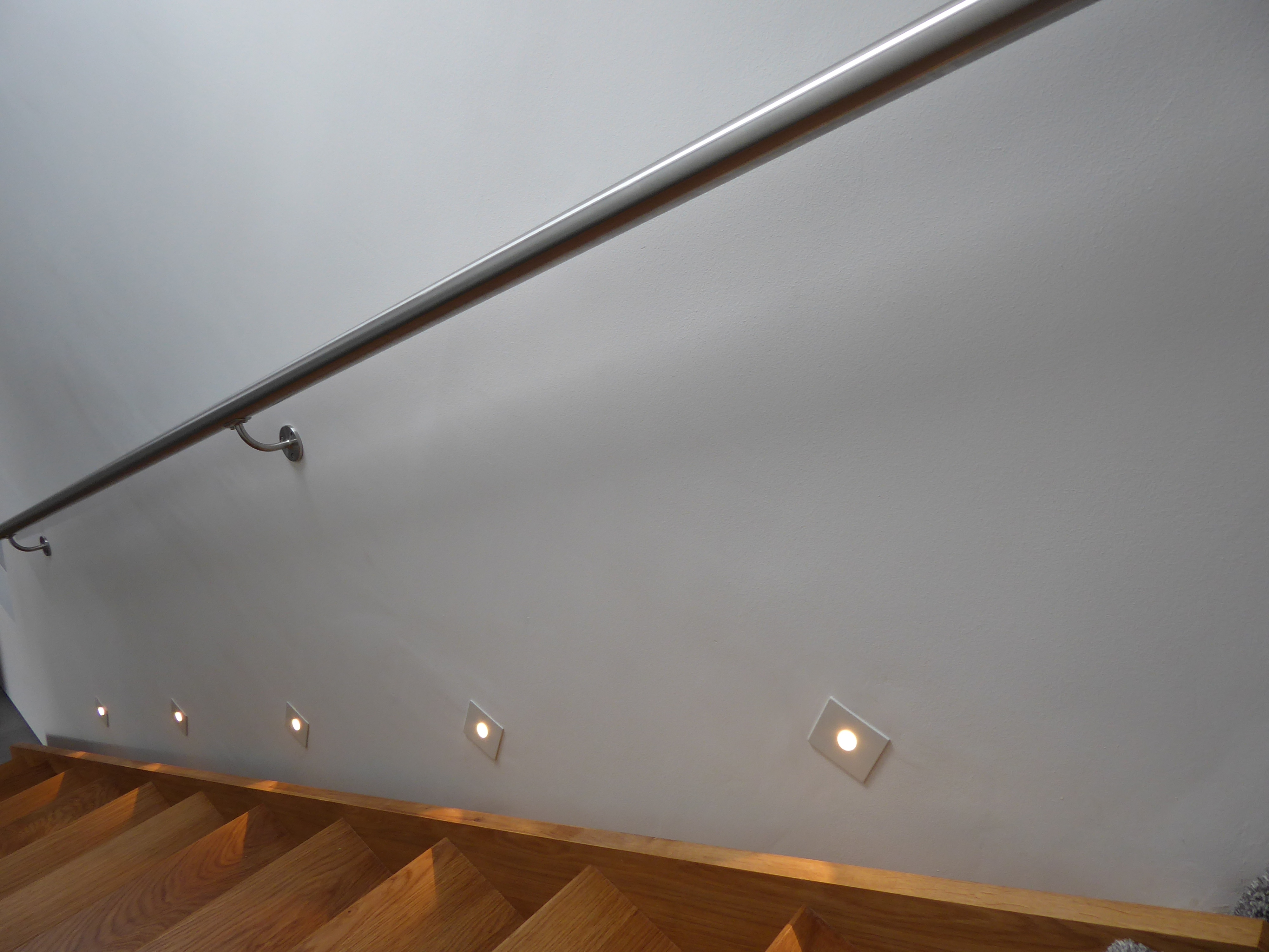 Reduced size stait lights